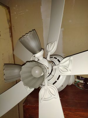 White Ceiling Fan perfect shape and remote for Sale in Seattle, WA