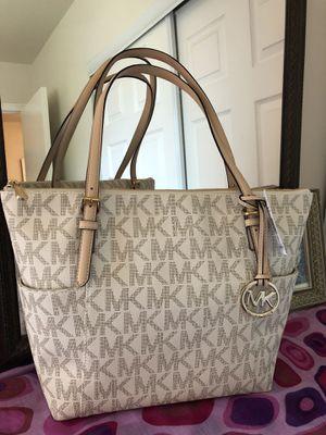 Michael kors handbag 👜, new for Sale in Sterling, VA