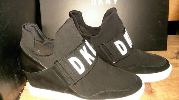 6b947c0fc0b DKNY Cosmo sneakers for Sale in Washington