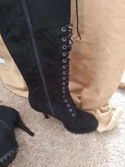 Size 8.5 very soft faux suede black lace up boots. Thumbnail