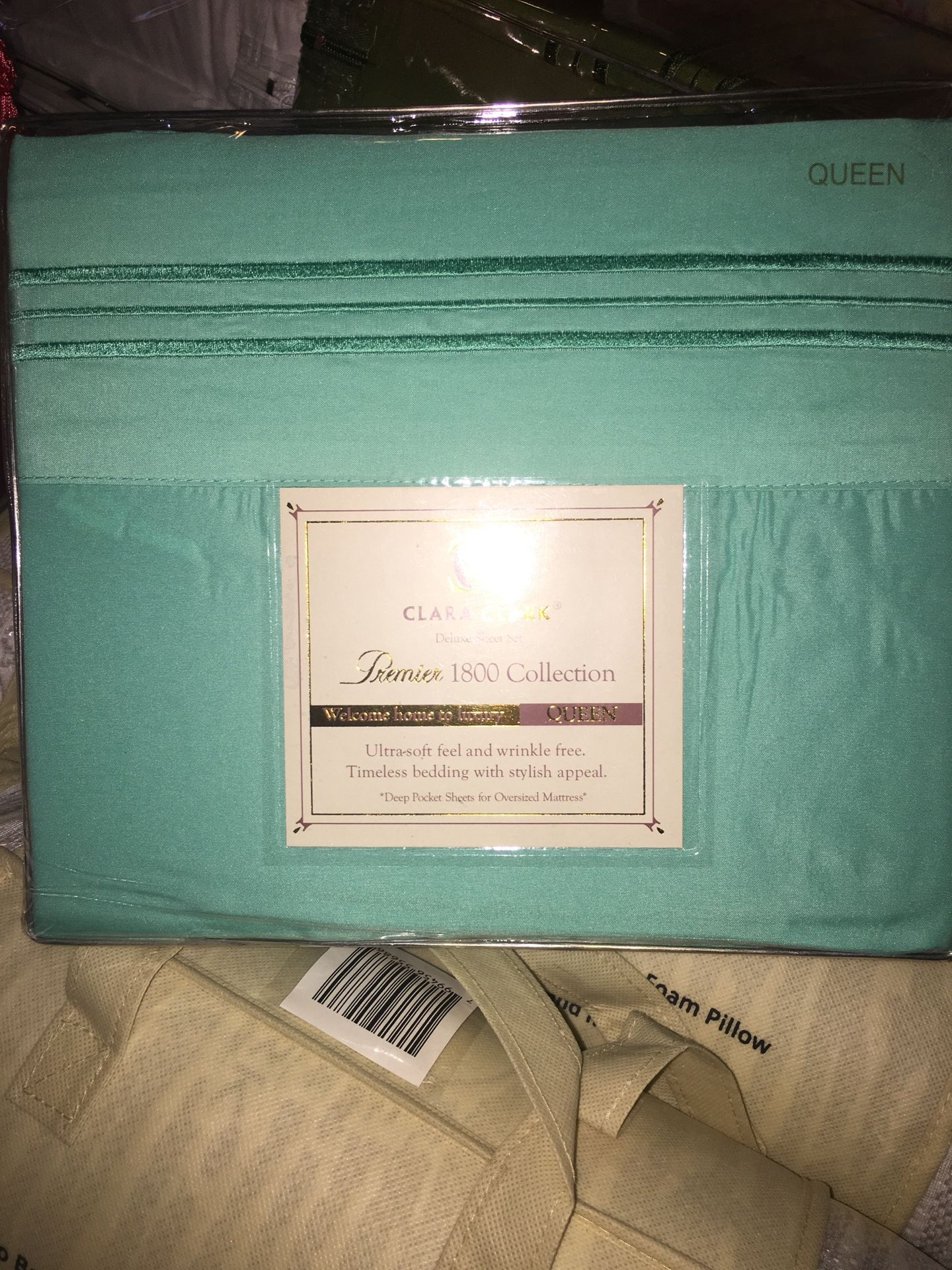 Clara Clark deluxe sheet set And Memory pillows