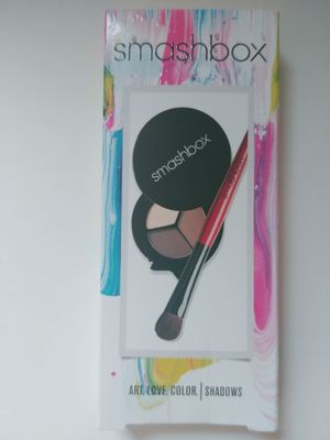New Smashbox eyeshadow and brush for Sale in Rockville, MD