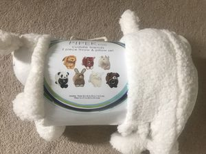Brand new piper kids cuddle friends 2 piece throw & pillow set (pick up only) for Sale in Alexandria, VA