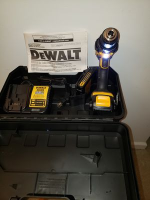 Photo DeWALT, DCD780, 20-Volt MAX XR Lithium-Ion Cordless 1/2 in. Compact Drill/Driver with (2) Batteries, Charger and Hard Case