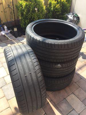 255 40 21 set of 4 tires dunlop sport maxx for Sale in Manassas, VA