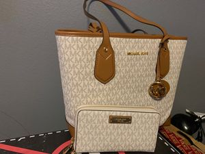 fc2b265770b5 Michael Kors small tote and wallet for Sale in Grand Prairie, TX