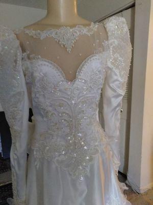 Vendo vestido de novia lindo diseño talla 8 for Sale in Annandale, VA
