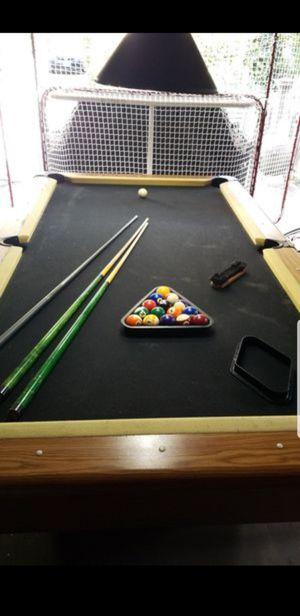 Photo Harvard Pool Table (8 1/2 feet by 4 1/2 feet)