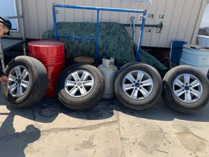 Photo Ford 17 inch rims with almost new tires