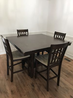 Elegant Wood Dining Room Table w/Plush Chairs for Sale in Silver Spring, MD