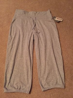 NWT women's gray Capri casual pants sz L for Sale in Manassas, VA