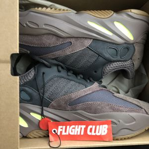 Yeezy 700 Mauve size 7 for Sale in Washington, DC