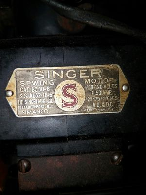 Antque Singer sewing machine for Sale in Dania Beach, FL
