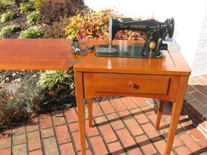 Vintage Singer Sewing Machine Model 15- in Table Knee Control AM234737 for Sale in Springfield, VA
