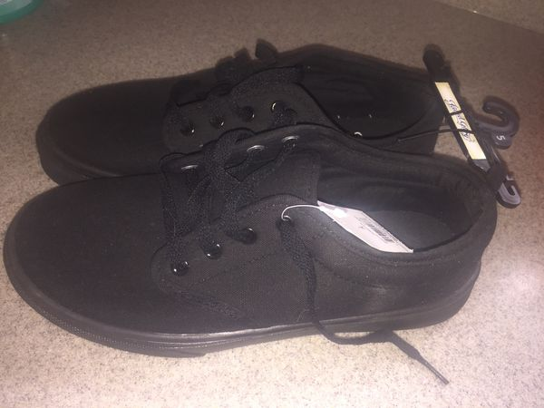 dcf91526517cd0 Boys size 5 black faded glory shoes (look like vans