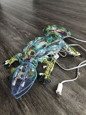 Photo Metal gecko lizard art with light up moving head and tail