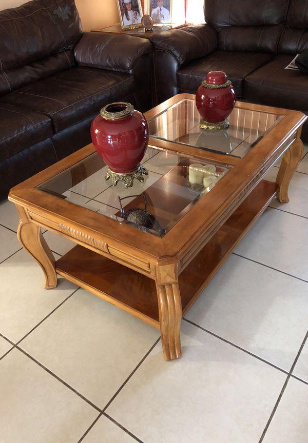 3 coffee tables set still looks new (Furniture) in Miami, FL - OfferUp
