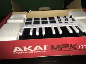 AKAI Professional MPK Controller/Keyboard for mixing for Sale in Chicago Heights, IL