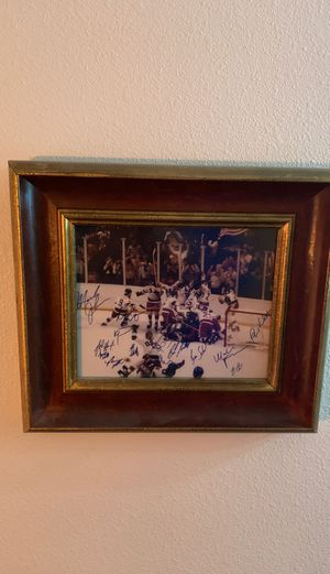 Photo 1980 US Men's Olympic Hockey Gold Medal Winner. Color photo w/ authentic signatures from players