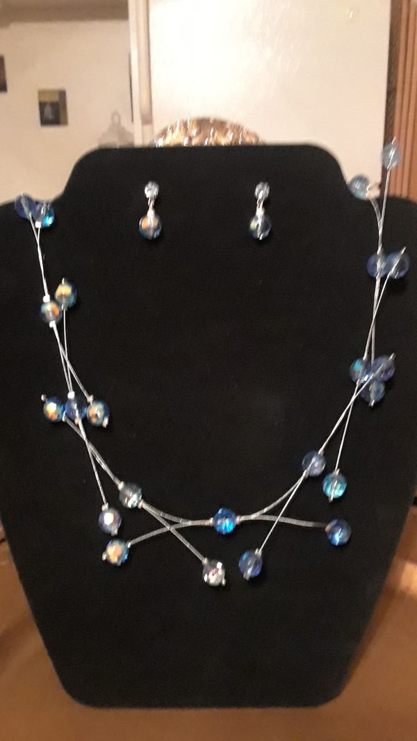 bc8fc8586b82 Avon necklace set for Sale in Lynwood