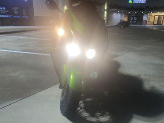 2015 Kawasaki Zx14  ( Only 1488 Miles ) Thumbnail