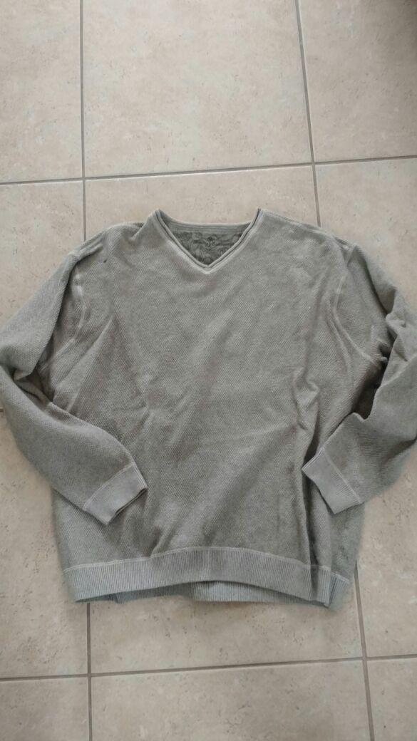 Gray Tommy Bahama XXL sweater