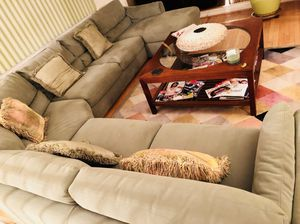 Section Couch, mint green, excellent condition for Sale in Upper Marlboro, MD