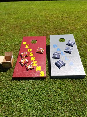 Corn hole game set with 8 bags for Sale in Farmville, VA