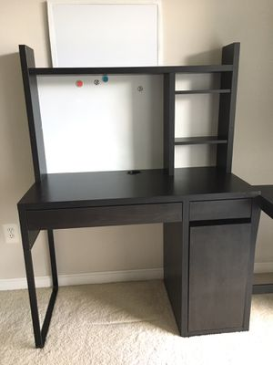 Computer desk with writing board for Sale in Germantown, MD