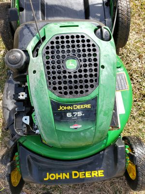 Photo John deere self-propelled lawnmower