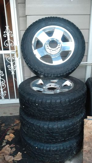 Photo 20 inch 8 lug Ford rims and tires
