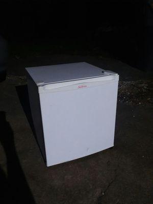 Sunbeam mini fridge for Sale in Stafford, VA