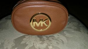 Michael kors pouch, brand new bought for 125.00 selling 80.00 for Sale in Orlando, FL