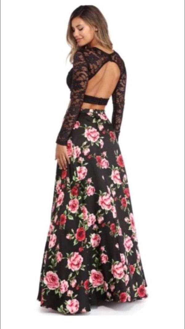 9c3cd11833e5 Windsor two piece flower dress for Sale in Anaheim, CA - OfferUp