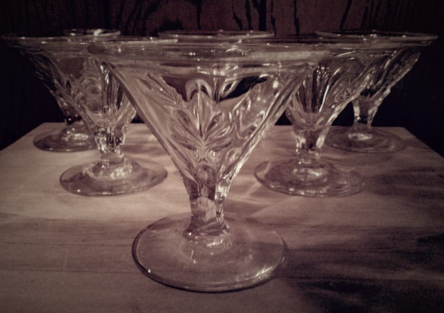 8 Piece Service Crystal/ Martini/desert Glass Set