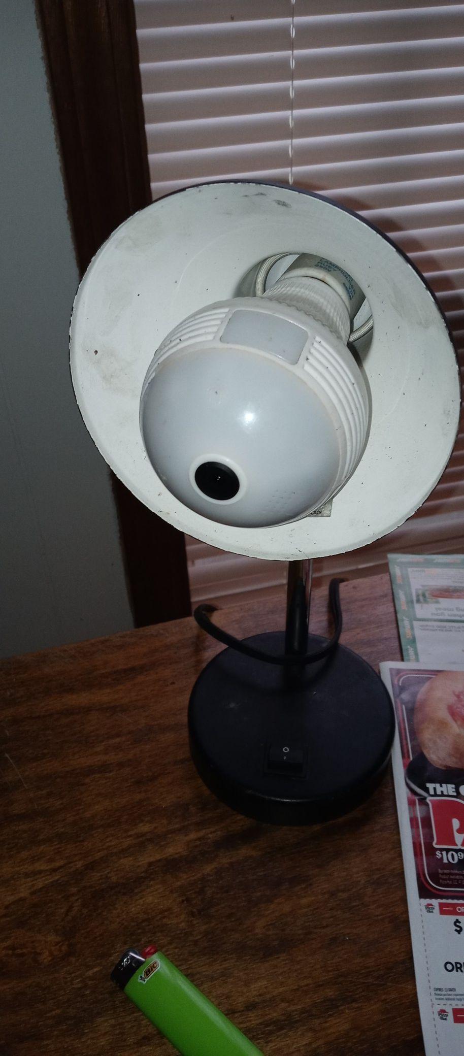 ICanSee Lightbulb fisheye security camera