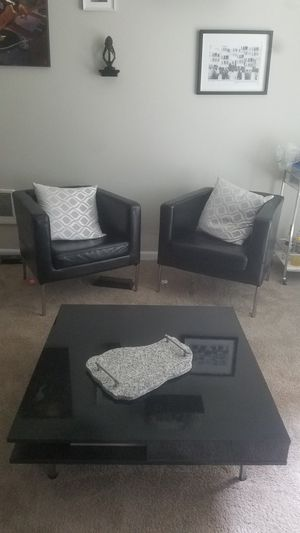 Coffee table and two lounge chairs for Sale in OR, US