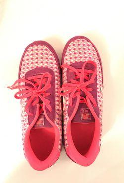 Worn 1 time. Women's New Balance shoes. Size 6.5 Thumbnail