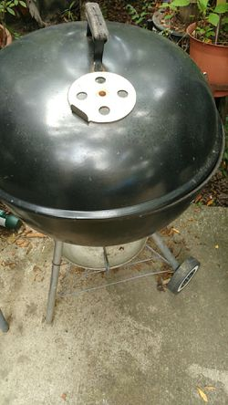 $35 deep dish Weber grill large charcoal also have a lot of other charcoal grills Kingsford Thumbnail