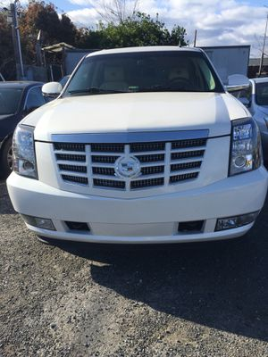 2008 Cadillac escalade título rebuilt ful extras con 122 Mil Millas for Sale in Hyattsville, MD