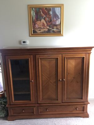 Beautiful Solid Oak Entertainment Cabinet. Excellent condition, no scratches. for Sale in New Market, MD