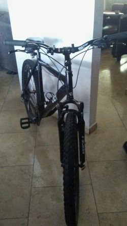Diamondback response mountain bike in great condition only asking $150 or best offer Thumbnail