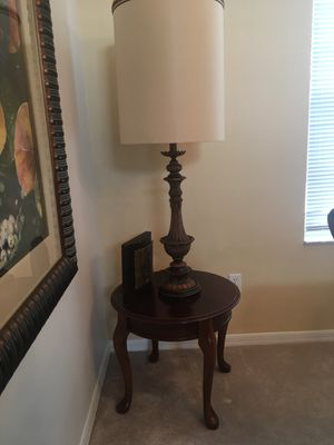 Table and Lamp for Sale in Davenport, FL