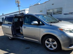 2011 Toyota Sienna LE 8P for Sale in Hayward, CA