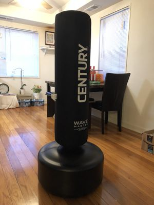 Century Wavemaster 2 Punching bag for Sale in Falls Church, VA