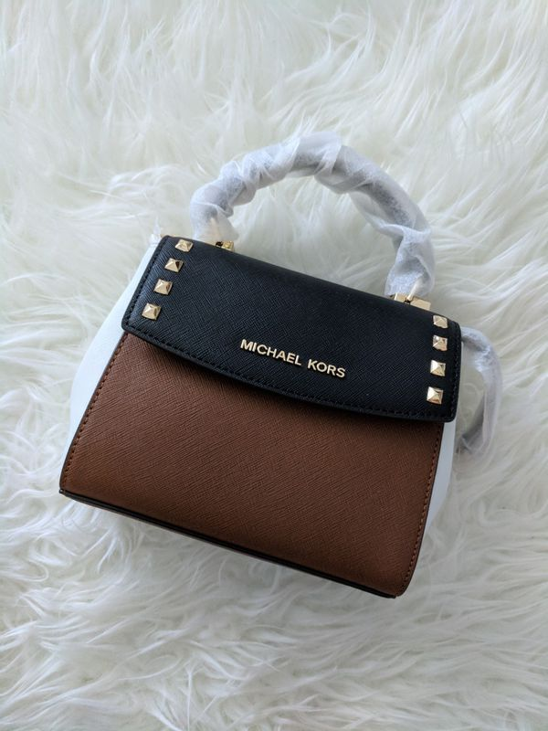 35a06db158f0 Michael Kors Karla Mini CONV TH Crossbody for Sale in Arlington, TX -  OfferUp