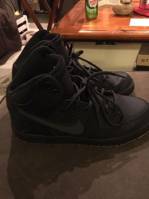 5251961fd84a Men s Air Force 1 size 8 for Sale in Cranston