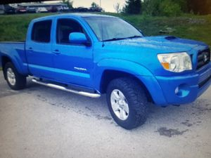 Toyota Tacoma 2006 4WD Runs good, no Mechanical Issues!This Ad is for My Mother please Email Her :• katherineosborn6 @ G M A I L.COM for Sale in Arlington, VA