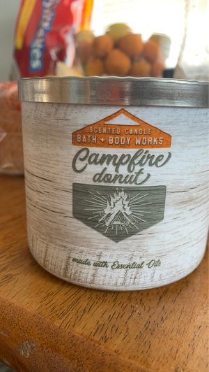 Photo Bath and body works three wick candle