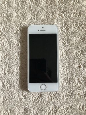 iPhone 5s unlocked 32gb NEED TO BE GONE TODAY for Sale in Gaithersburg, MD
